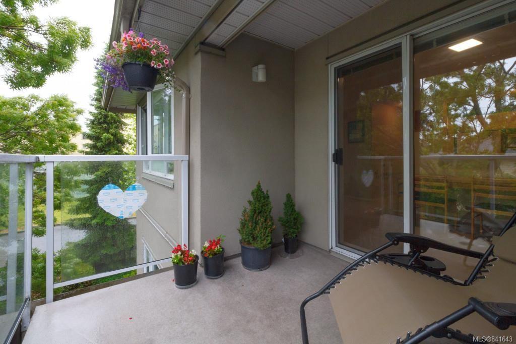 Photo 17: Photos: 408 951 Topaz Ave in Victoria: Vi Hillside Condo for sale : MLS®# 841643