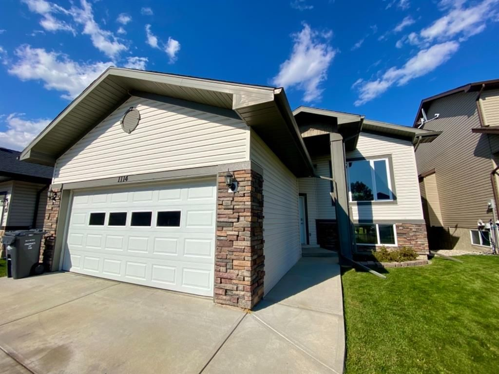 Main Photo: 1114 Highland Green View NW: High River Detached for sale : MLS®# A1143403
