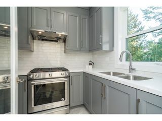 Photo 7: 15690 GOGGS Avenue: White Rock House for sale (South Surrey White Rock)  : MLS®# R2308953