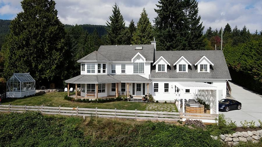 Main Photo: 1007 CEMETERY Road in Gibsons: Gibsons & Area House for sale (Sunshine Coast)  : MLS®# R2622099