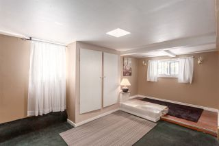 """Photo 10: 951 E 17TH Avenue in Vancouver: Fraser VE House for sale in """"CEDAR COTTAGE"""" (Vancouver East)  : MLS®# R2205343"""