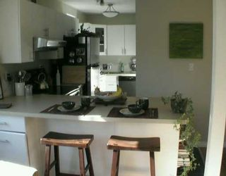"""Photo 1: 8680 FREMLIN Street in Vancouver: Marpole Condo for sale in """"COLONIAL ARMS"""" (Vancouver West)  : MLS®# V618149"""
