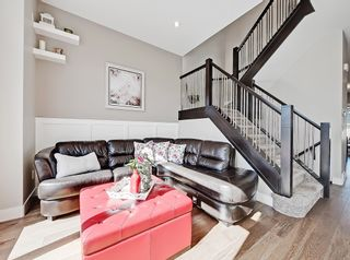 Photo 6: 646 24 Avenue NW in Calgary: Mount Pleasant Semi Detached for sale : MLS®# A1082393