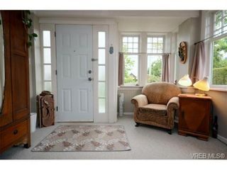 Photo 2: 1679 Knight Ave in VICTORIA: SE Mt Tolmie House for sale (Saanich East)  : MLS®# 677181
