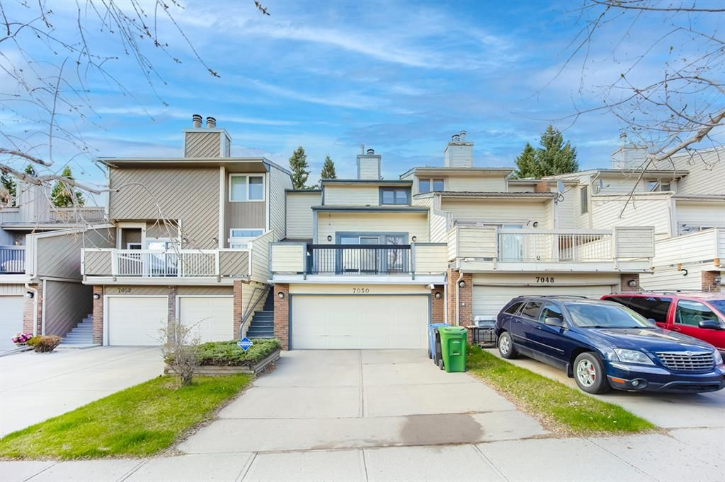 Main Photo: 7050 Edgemont Drive NW in Calgary: Edgemont Row/Townhouse for sale : MLS®# A1108400