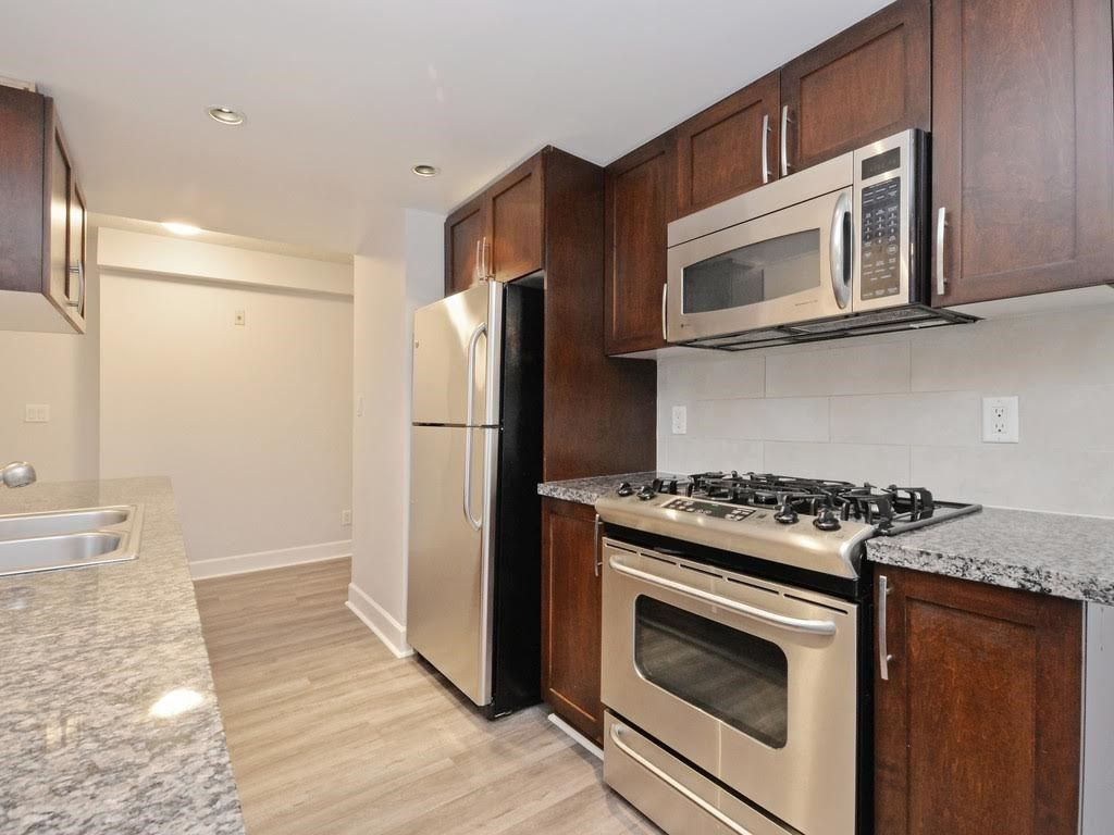 """Photo 2: Photos: 403 3811 HASTINGS Street in Burnaby: Vancouver Heights Condo for sale in """"MONDEO"""" (Burnaby North)  : MLS®# R2119090"""