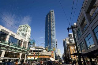 """Photo 2: 1806 1111 ALBERNI Street in Vancouver: West End VW Condo for sale in """"Shangri-La"""" (Vancouver West)  : MLS®# R2568086"""
