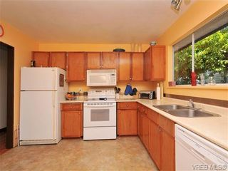 Photo 6: 3941 Leeds Crt in VICTORIA: SE Quadra House for sale (Saanich East)  : MLS®# 681188