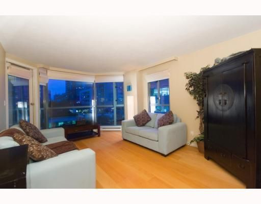 Main Photo: 508 888 HAMILTON in Rosedale Gardens: Home for sale