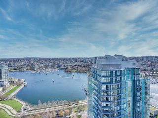"""Photo 6: 3702 1408 STRATHMORE Mews in Vancouver: Yaletown Condo for sale in """"West One"""" (Vancouver West)  : MLS®# R2617589"""