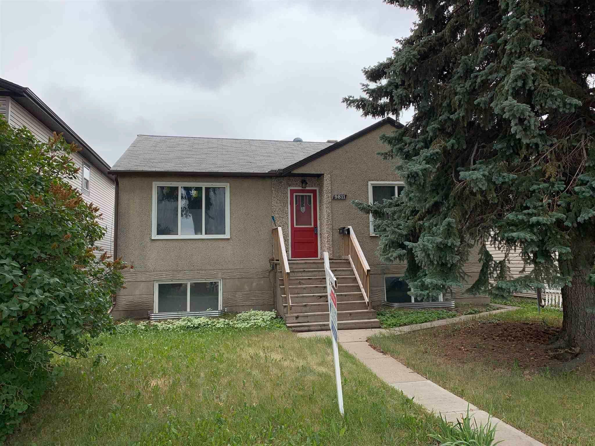 Main Photo: 9811 70 Avenue in Edmonton: Zone 17 House for sale : MLS®# E4253276