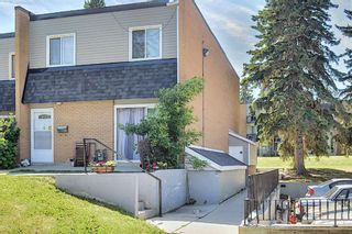 Photo 2: 3505 43 Street SW in Calgary: Glenbrook Row/Townhouse for sale : MLS®# A1122477