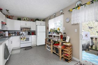 Photo 3: 680 23rd St in Courtenay: CV Courtenay City Full Duplex for sale (Comox Valley)  : MLS®# 871256