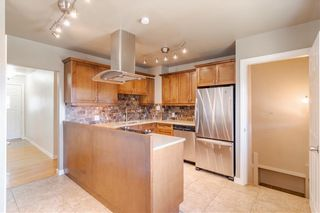 Photo 2: 37 CADOGAN Road NW in Calgary: Cambrian Heights Detached for sale : MLS®# C4294170