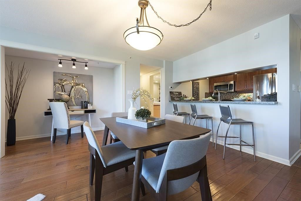 "Main Photo: 301 1288 MARINASIDE Crescent in Vancouver: Yaletown Condo for sale in ""CRESTMARK 1"" (Vancouver West)  : MLS®# R2217125"