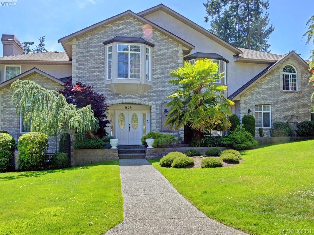 Main Photo: 949 Boulderwood Rise in VICTORIA: SE Broadmead House for sale (Saanich East)  : MLS®# 763504