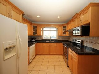 Photo 6: A 1042 CHARLAND Avenue in Coquitlam: Central Coquitlam 1/2 Duplex for sale : MLS®# R2257385