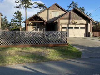 Photo 1: 706 Alvord Cres in COMOX: CV Comox Peninsula House for sale (Comox Valley)  : MLS®# 832809