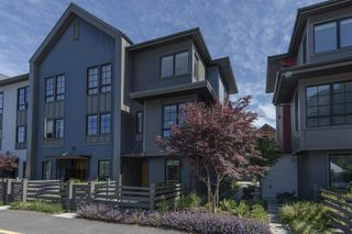 Main Photo: 1366 PEAKSIDE Place in Squamish: Valleycliffe Townhouse for sale : MLS®# R2601532