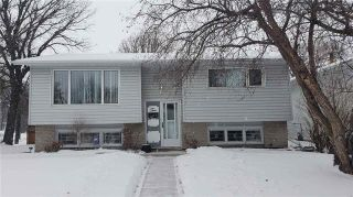 Photo 1: 2 Russenholt Street in Winnipeg: Crestview Residential for sale (5H)  : MLS®# 1903457