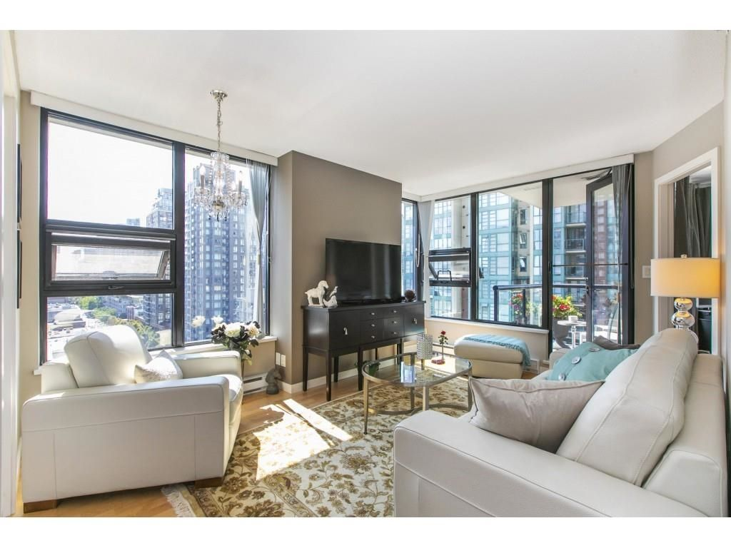 """Main Photo: 1301 928 HOMER Street in Vancouver: Yaletown Condo for sale in """"Yaletown Park 1"""" (Vancouver West)  : MLS®# R2605700"""