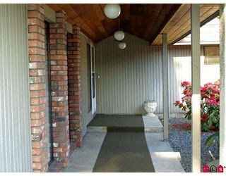 """Photo 2: 6618 SUNSHINE Drive in Delta: Sunshine Hills Woods House for sale in """"SUNSHINE HILLS"""" (N. Delta)  : MLS®# F2911319"""
