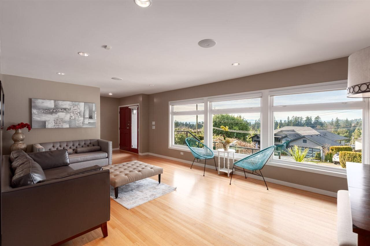 Photo 3: Photos: 4482 RUSKIN PLACE in North Vancouver: Forest Hills NV House for sale : MLS®# R2401876