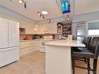 Photo 5: 1209 Alan Rd in VICTORIA: SW Layritz House for sale (Saanich West)  : MLS®# 751985