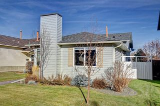 Photo 2: 63 WOODBOROUGH Crescent SW in Calgary: Woodbine Detached for sale : MLS®# C4275508