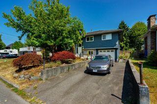 Photo 1: 11786 210 Street in Maple Ridge: Southwest Maple Ridge House for sale : MLS®# R2605642
