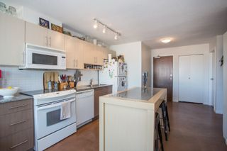 """Photo 6: 1106 550 TAYLOR Street in Vancouver: Downtown VW Condo for sale in """"THE TAYLOR"""" (Vancouver West)  : MLS®# R2335310"""
