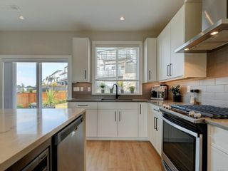 Photo 10: 2379 Azurite Cres in : La Bear Mountain House for sale (Langford)  : MLS®# 881405