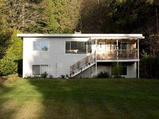Photo 1: 3268 BEACH Avenue: Roberts Creek House for sale (Sunshine Coast)  : MLS®# R2523146