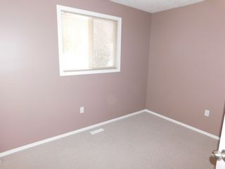Photo 13: 3 Bedroom half Duplex in Westgrove area of Edson, AB