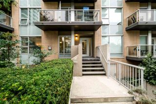 "Photo 1: TH4 1288 CHESTERFIELD Avenue in North Vancouver: Central Lonsdale Townhouse for sale in ""ALINA"" : MLS®# R2204049"