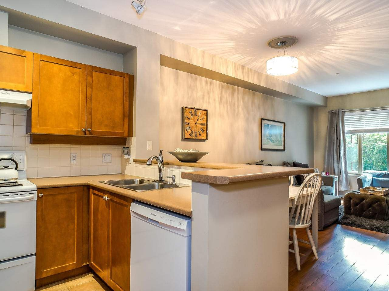 """Photo 12: Photos: 107 18 SMOKEY SMITH Place in New Westminster: GlenBrooke North Condo for sale in """"Crofton"""" : MLS®# R2493890"""