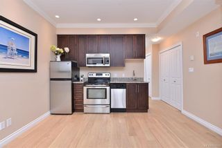 Photo 7: 302 9717 First St in Sidney: Si Sidney South-East Condo for sale : MLS®# 831930