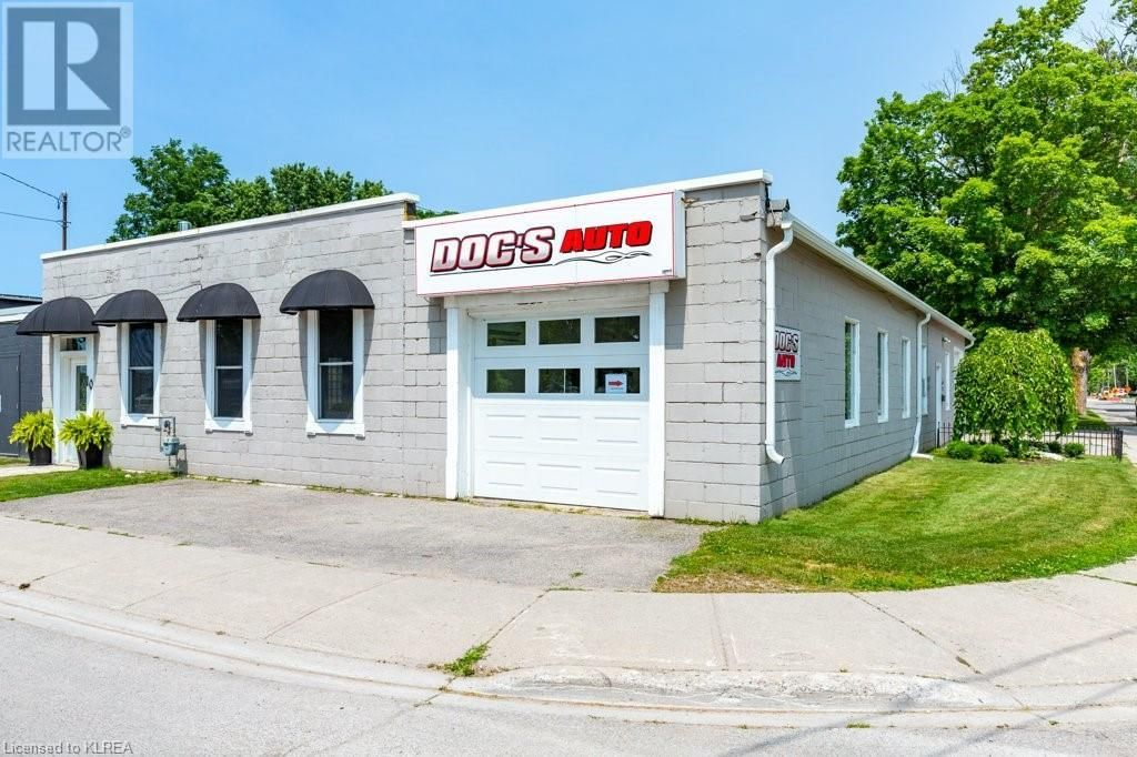Main Photo: 10-12 DURHAM Street E in Lindsay: House for sale : MLS®# 40134395
