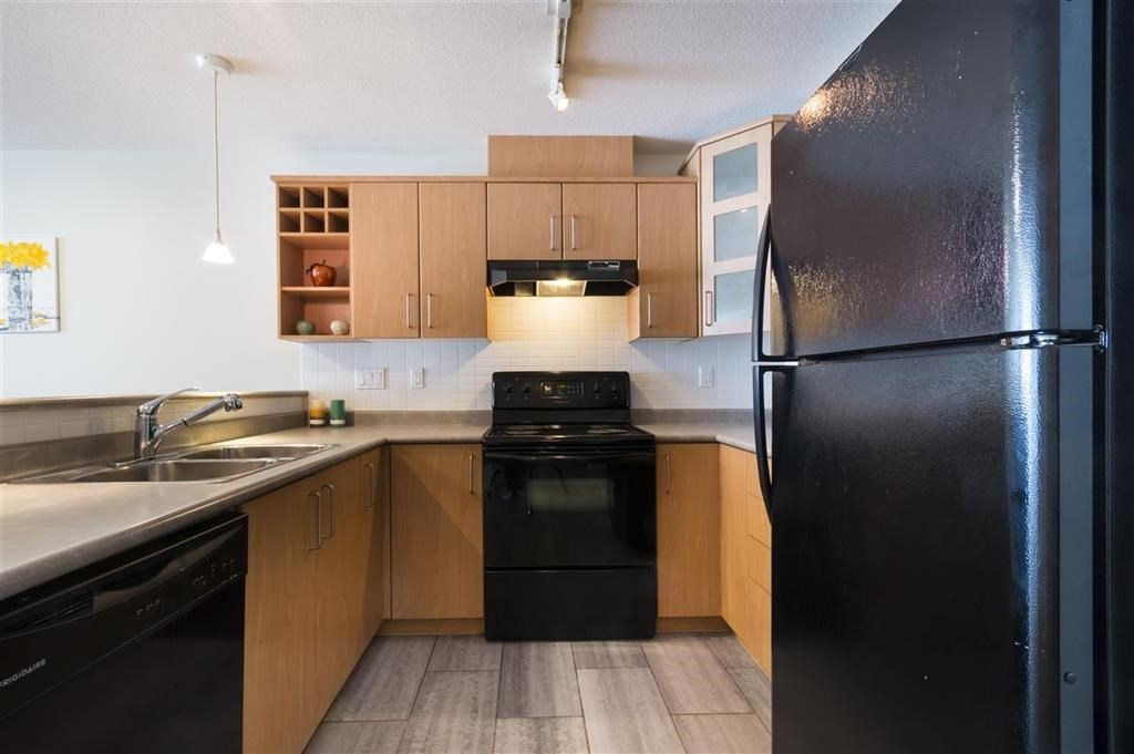 """Photo 6: Photos: 205 3148 ST JOHNS Street in Port Moody: Port Moody Centre Condo for sale in """"SONRISA"""" : MLS®# R2560726"""