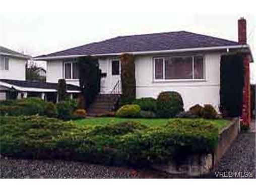 Main Photo: 1516 Earlston Ave in VICTORIA: SE Cedar Hill House for sale (Saanich East)  : MLS®# 206523