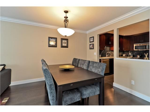 """Photo 3: Photos: 210 19131 FORD Road in Pitt Meadows: Central Meadows Condo for sale in """"WOODFORD MANOR"""" : MLS®# V996523"""