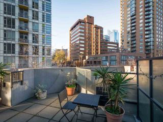 """Photo 8: 304 1212 HOWE Street in Vancouver: Downtown VW Condo for sale in """"1212 HOWE by Wall Financial"""" (Vancouver West)  : MLS®# R2221746"""