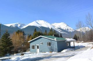 Photo 1: 4940 W 16 Highway in Smithers: Smithers - Rural House for sale (Smithers And Area (Zone 54))  : MLS®# R2446246