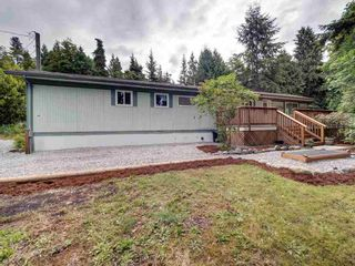 Photo 2: 17 240 HARRY Road in Gibsons: Gibsons & Area Manufactured Home for sale (Sunshine Coast)  : MLS®# R2588608