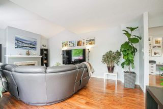 """Photo 6: 54 10038 150 Street in Surrey: Guildford Townhouse for sale in """"Mayfield Green"""" (North Surrey)  : MLS®# R2585108"""
