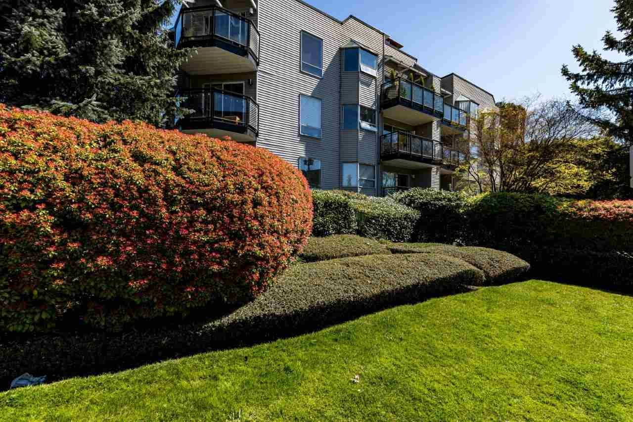 """Main Photo: 307 1550 CHESTERFIELD Street in North Vancouver: Central Lonsdale Condo for sale in """"The Chester's"""" : MLS®# R2568172"""