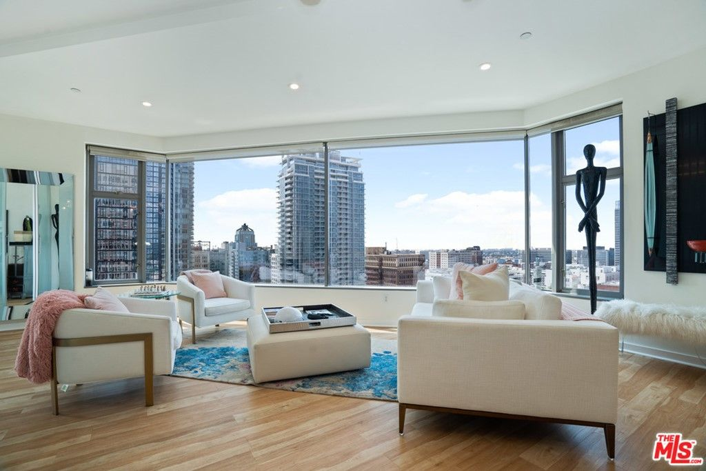 Main Photo: 801 S Grand Avenue Unit 1311 in Los Angeles: Residential for sale (C42 - Downtown L.A.)  : MLS®# 21762892