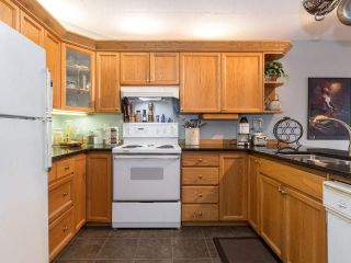 """Photo 13: 406 74 RICHMOND Street in New Westminster: Fraserview NW Condo for sale in """"Governors Court"""" : MLS®# R2407457"""