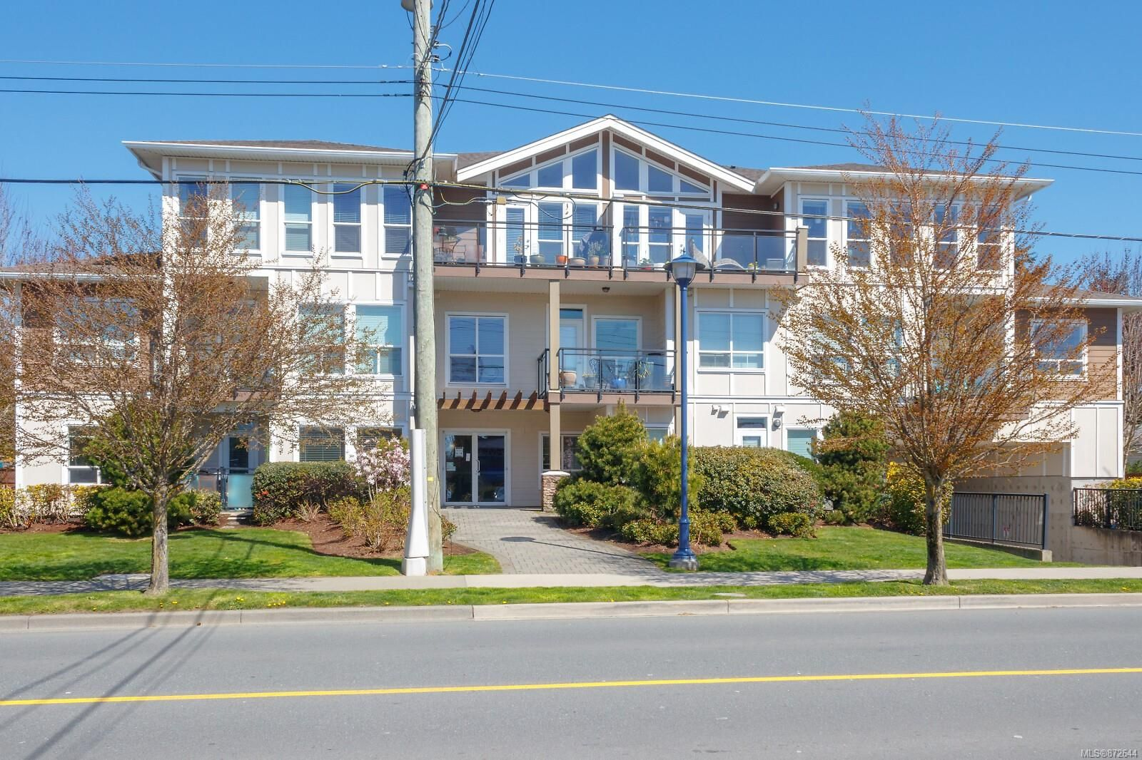 Main Photo: 211 938 Dunford Ave in : La Langford Proper Condo for sale (Langford)  : MLS®# 872644