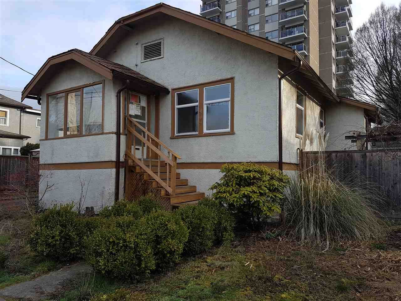 Main Photo: 409 NINTH Street in New Westminster: Uptown NW House for sale : MLS®# R2261105